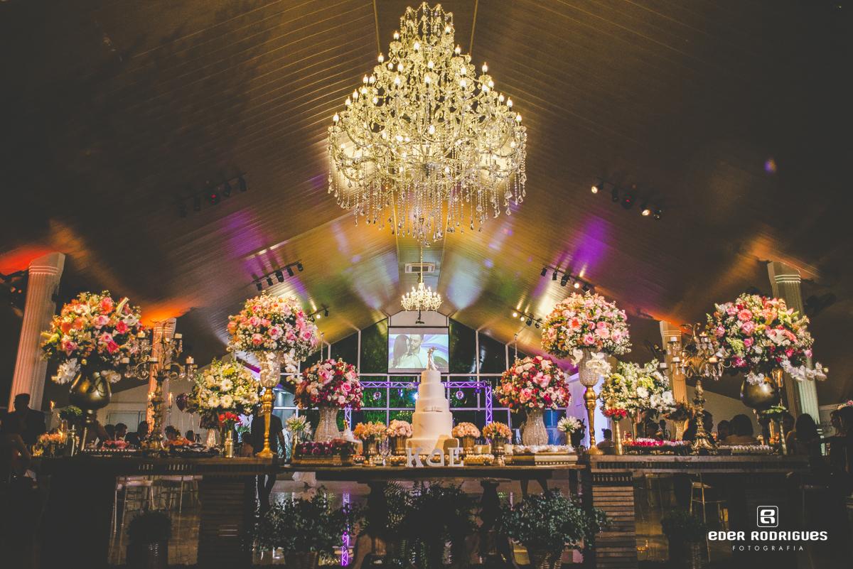 Casamento no salão do Monarka Hall em Taubaté-SP, com decoração da Sânia Rossi, doces Fabelle Buffet