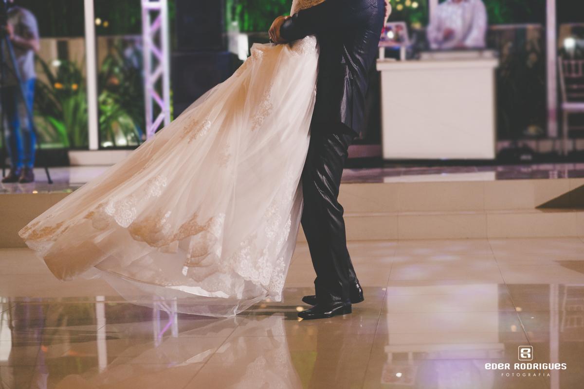 Casal de noivos dançando, DJ Classe A Eventos