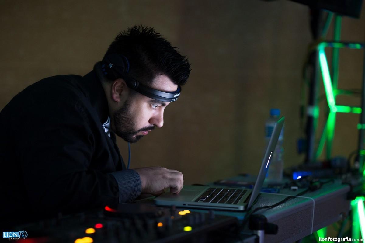 DJ Procurando Track