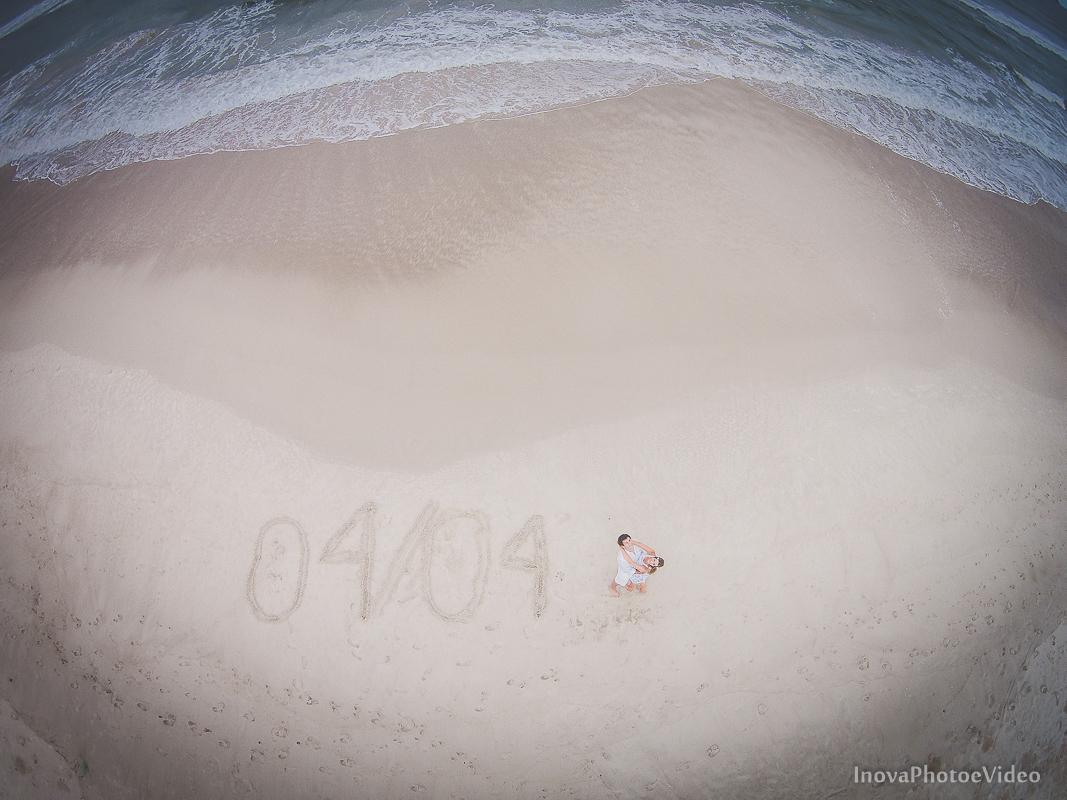 felicidade-pre-wedding-praia-floripa-casal-feliz-inova-sorriso-drone-save-the-date