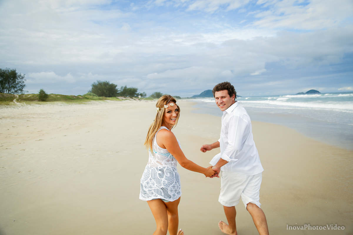 corrida-praia-felicidade-branco-pre-wedding-casal-antonio-lais-moçambique-floriapa-fotografia