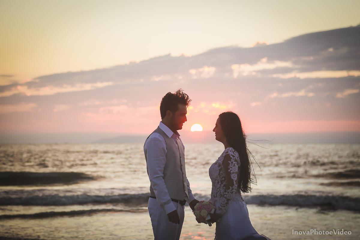 trash-the-dress-rubnei-leonara-governador-celso-ramos-amanhecer-nascer-do-sol-praia-inova-photo-fotografia-casamento-wedding-noivos-casal-vestido-de-noiva-bride-noivo-buque-