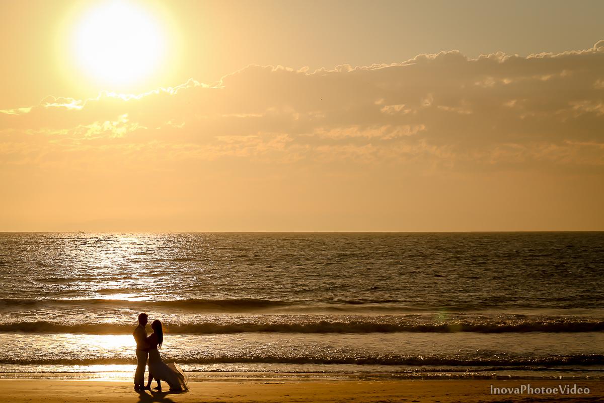 trash-the-dress-rubnei-leonara-governador-celso-ramos-amanhecer-nascer-do-sol-praia-inova-photo-fotografia-casamento-wedding-noivos-casal-vestido-de-noiva-bride-noivo-buque-vestido-de-noiva-sea-mar