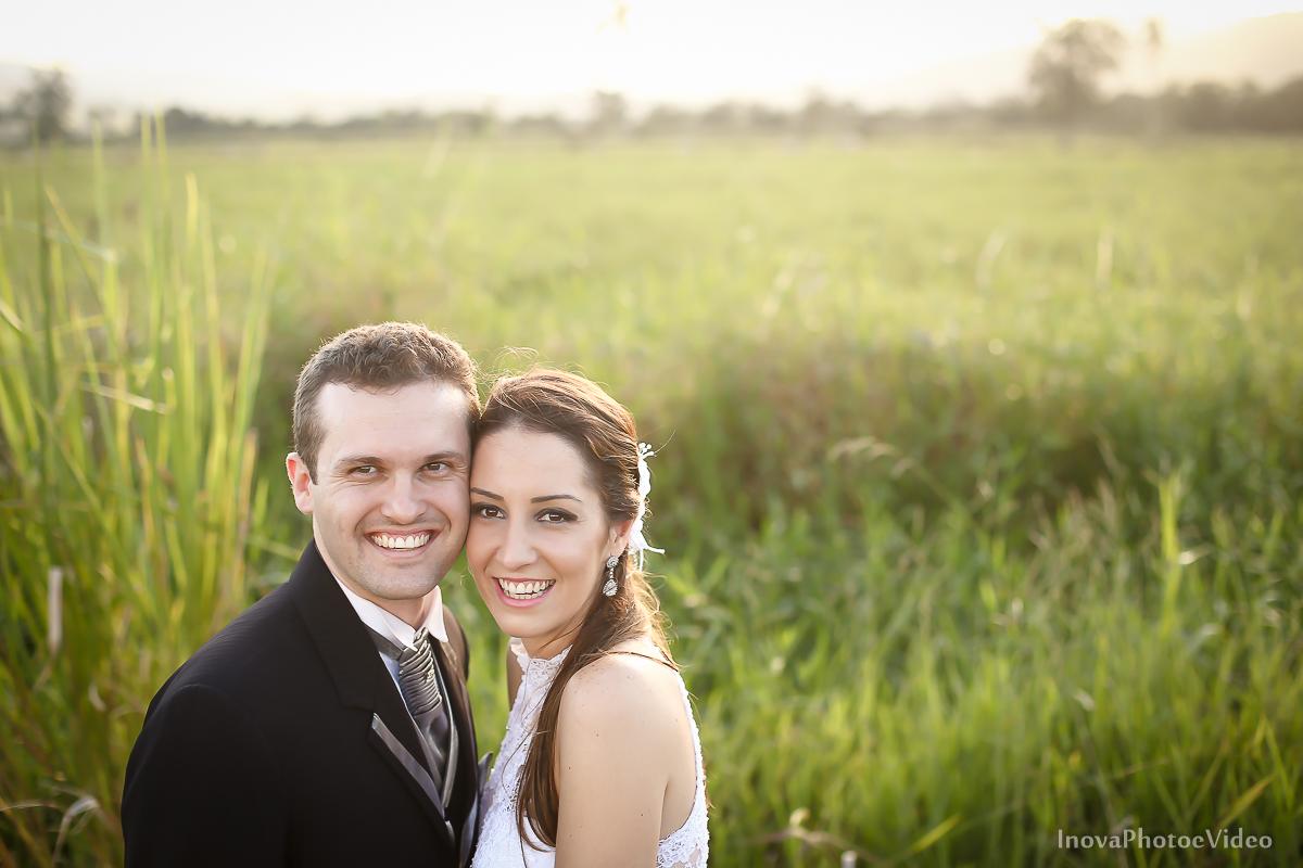 trash-the-dress-wedding-noivos-vestido-de-noiva-casamento-fusquinha-fusca-preto-branco-pb-estrada-Governador-Celso-Ramos-Marcus-Christiane-inova-photo-vídeo-bride-felicidade