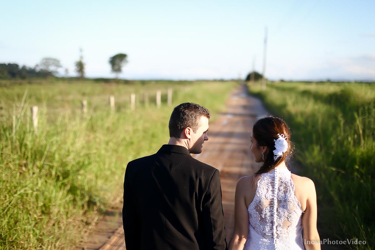 trash-the-dress-wedding-noivos-vestido-de-noiva-casamento-fusquinha-fusca-preto-branco-pb-estrada-Governador-Celso-Ramos-Marcus-Christiane-inova-photo-vídeo-bride-estrada-caminho-fazenda