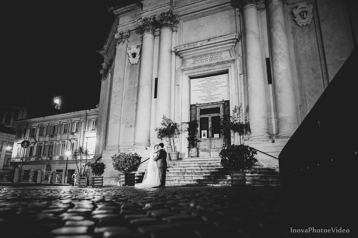 trash-the-dress-Roma-Rome-Itália-Italy-Matrimonio-Bello-wedding-noivos-bride-casal-ruinas-história-fé-Thiago-Liliane-Coliseu-Colosseo-Inova-Internacional-Brasile-vestido-de-noiva-noivos-casal-romance-lua-de-mel