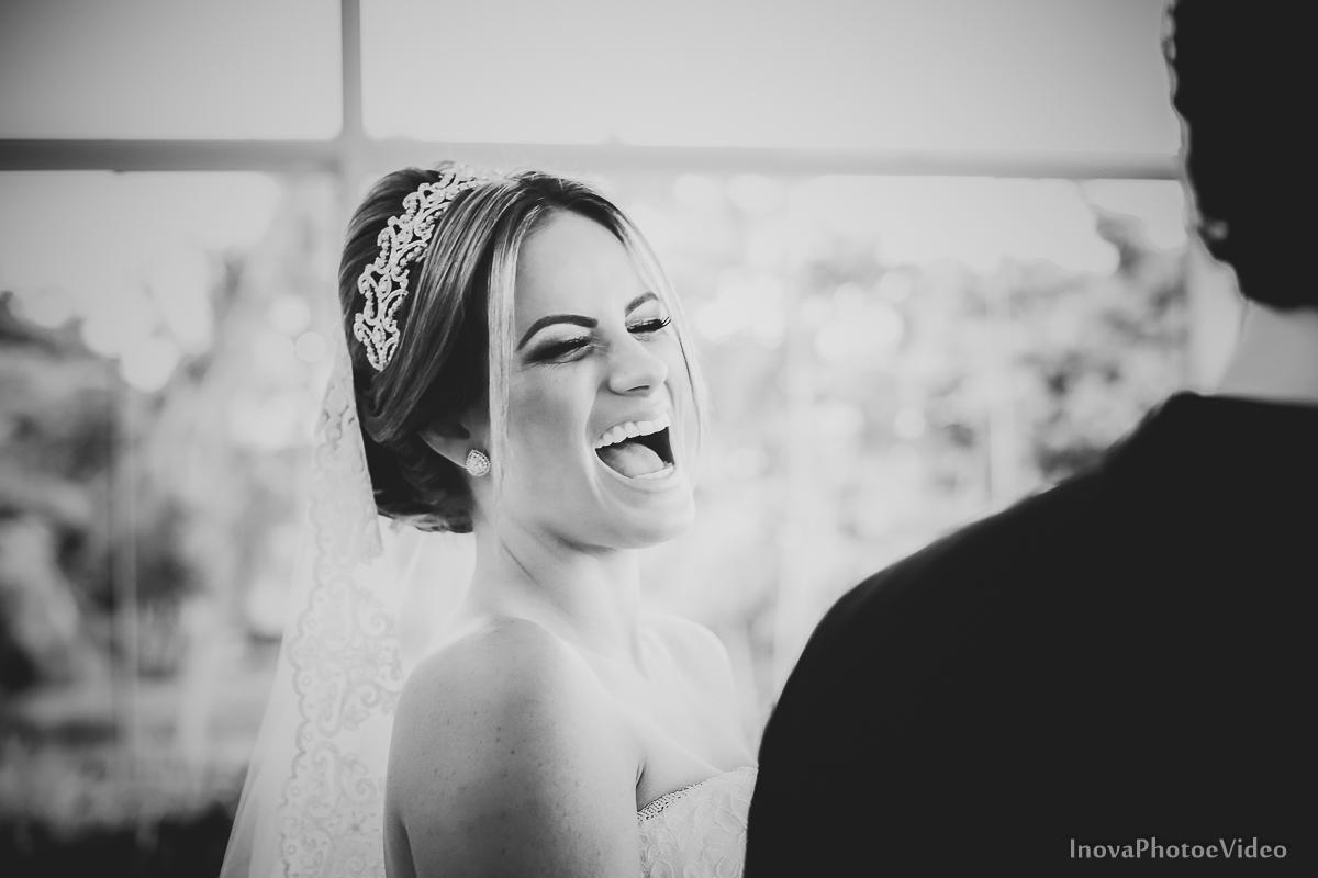 casamento-Antônio-Lais-Lic-Floripa-SC-Brasil-Wedding-mnaking-of-da-noiva-risada-espontanea