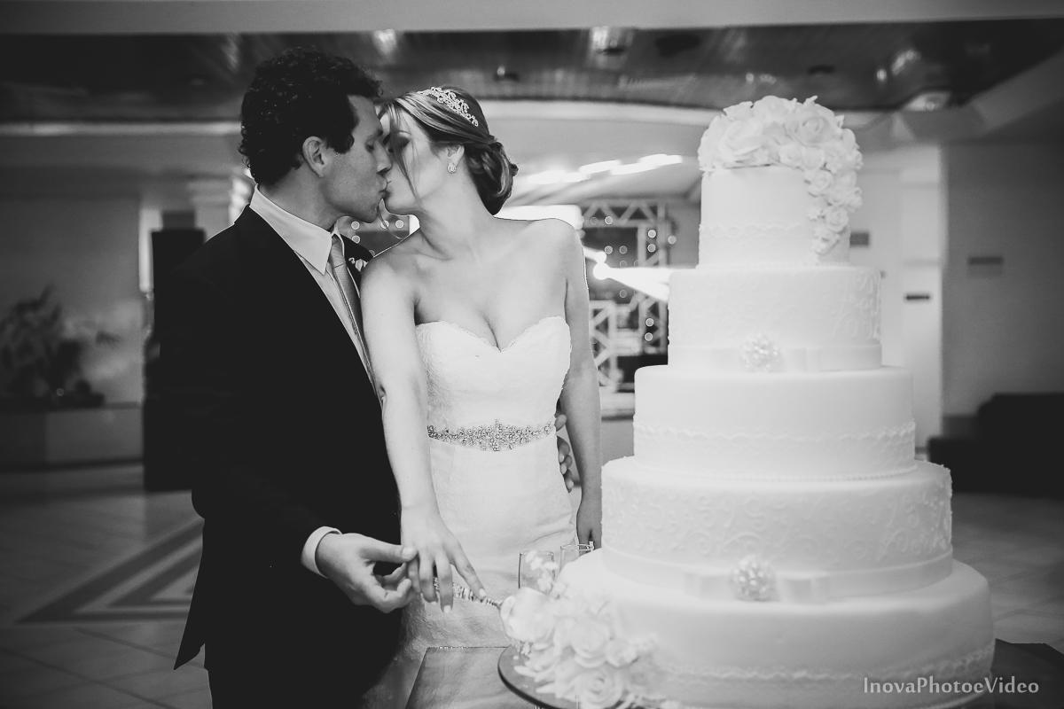casamento-Antônio-Lais-Lic-Floripa-SC-Brasil-Wedding--beijo-brinde-corte-bolo