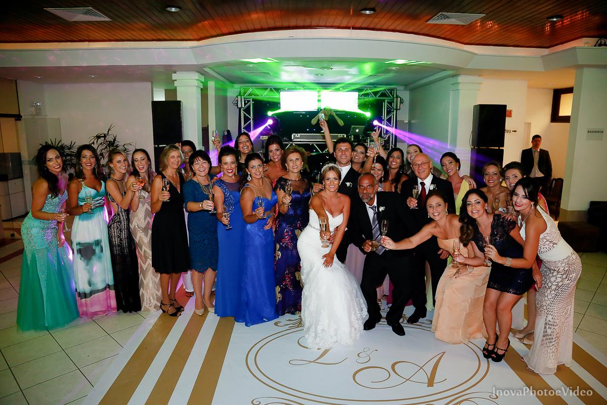 casamento-Antônio-Lais-Lic-Floripa-SC-Brasil-Wedding--retrato-recepção-alegria-família-madrinhas-padrinhos-convidados-brinde-especial