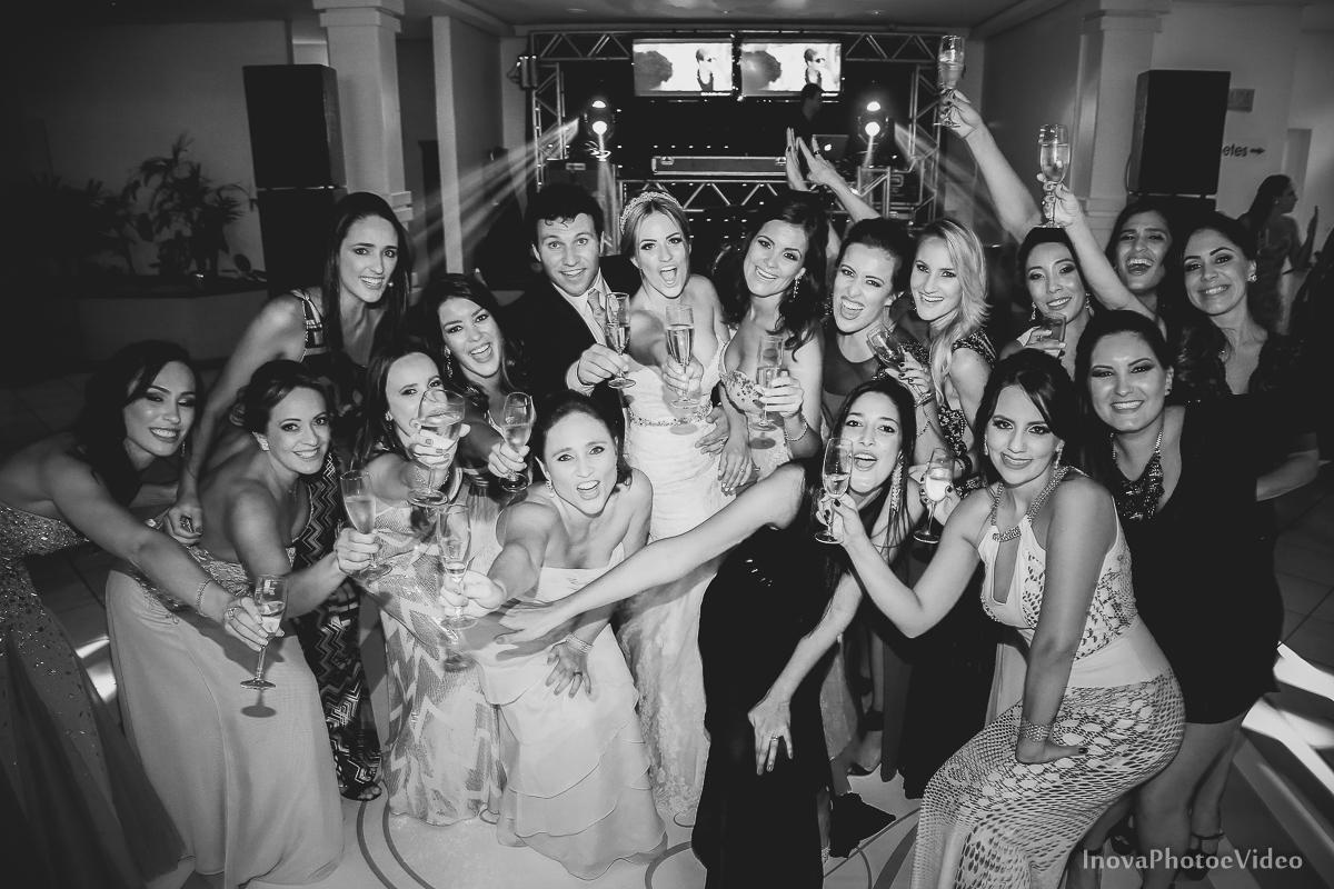 casamento-Antônio-Lais-Lic-Floripa-SC-Brasil-Wedding--retrato-recepção-alegria-família-madrinhas-padrinhos-convidados-brinde