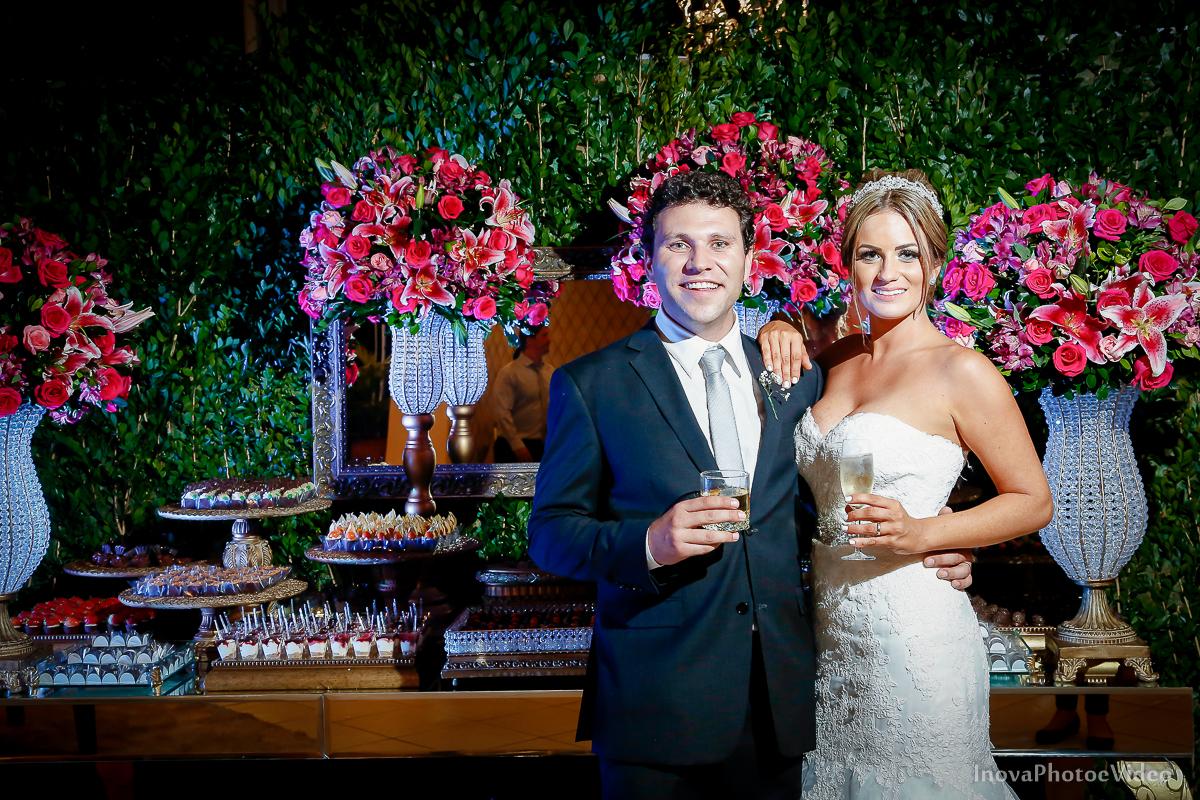 casamento-Antônio-Lais-Lic-Floripa-SC-Brasil-Wedding--retrato-recepção-alegria-casal-doces-decoração
