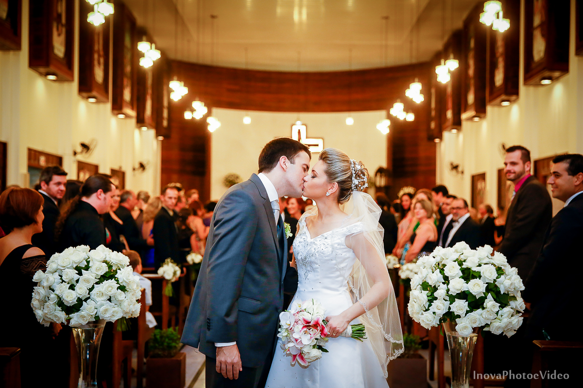 wedding-Magestic-Hotel-Florianópolis-Rodrigo-Silvana-Igreja-Colégio-Catarinense-Fine-Cabelereiros-Inova-Photo-Bride-noivos-casamento-casal-amor-saída-cerimonia-beijo