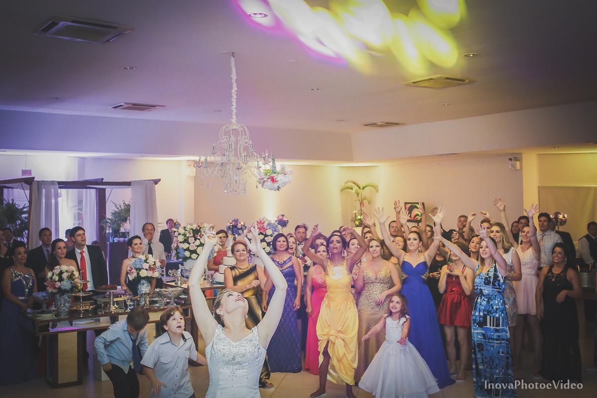 wedding-Magestic-Hotel-Florianópolis-Rodrigo-Silvana-Igreja-Colégio-Catarinense-Fine-Cabelereiros-Inova-Photo-Bride-noivos-casamento-casal-amor-recepção-buque-jogada-madrinhas