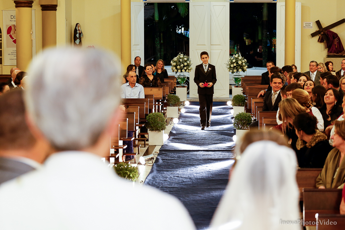 wedding-Renato-Fabricia-casamento-matriz-Biguaçu-SC-inova-photo-video-cerimonia-entrada-aliancas-Leo