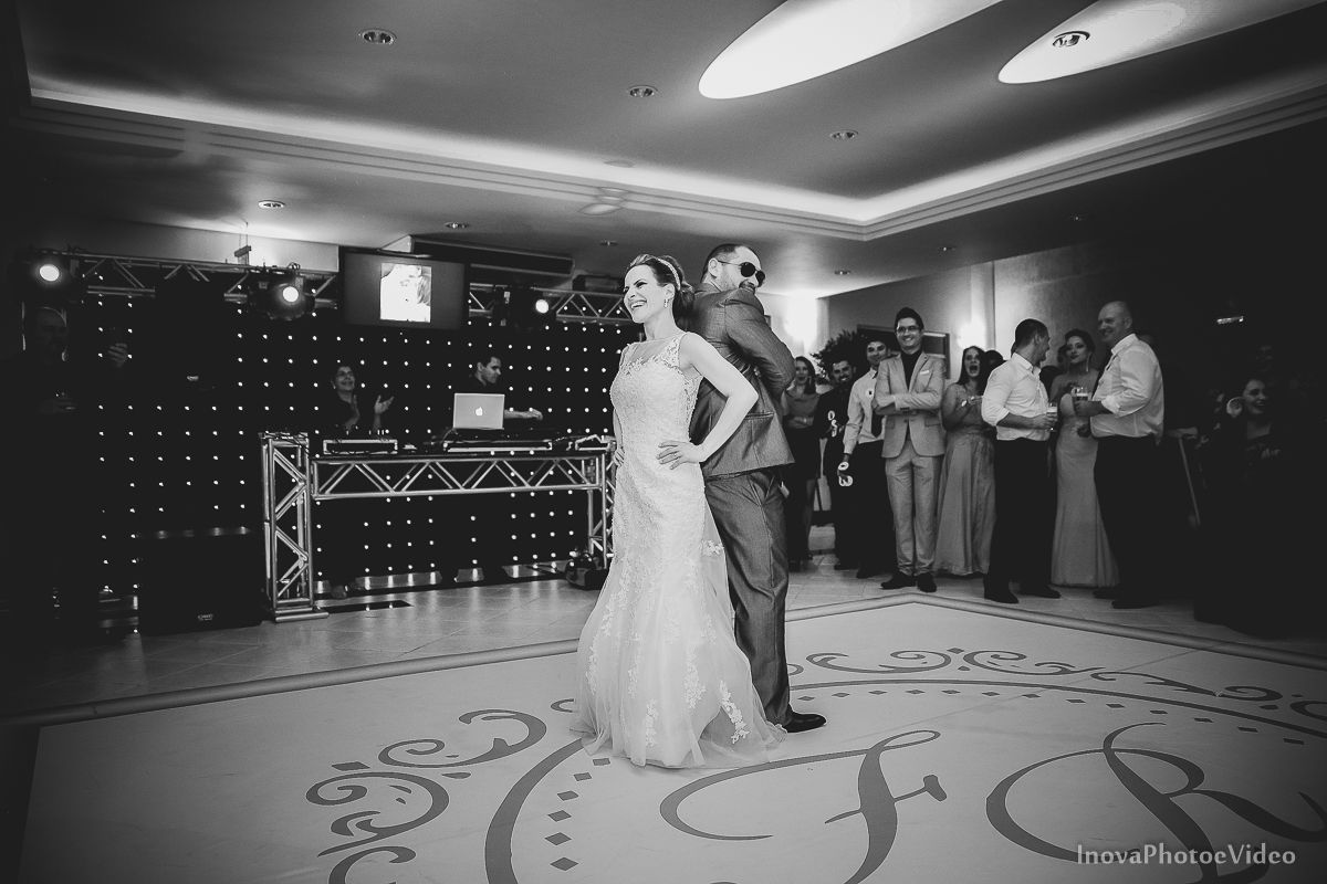 wedding-Renato-Fabricia-casamento-matriz-Biguaçu-SC-inova-photo-video-recepcao-valsa-danca