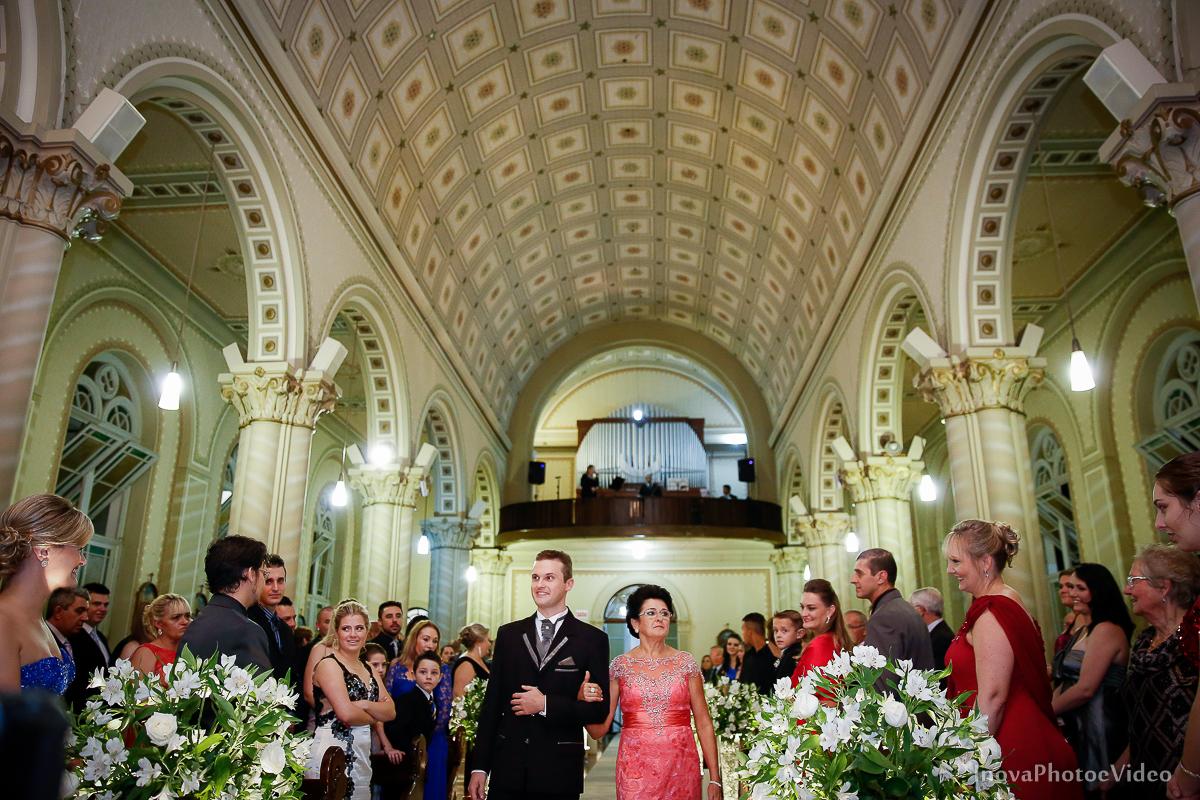 Wedding-Casamento-Photographer-Coracao-de-Jesus-Guaciara-Florianópolis-Ponte-Hercilio-Luz-photo-inova-photo-video-Marcus-Christiane-Cerimonia-entrada-noivo-mae