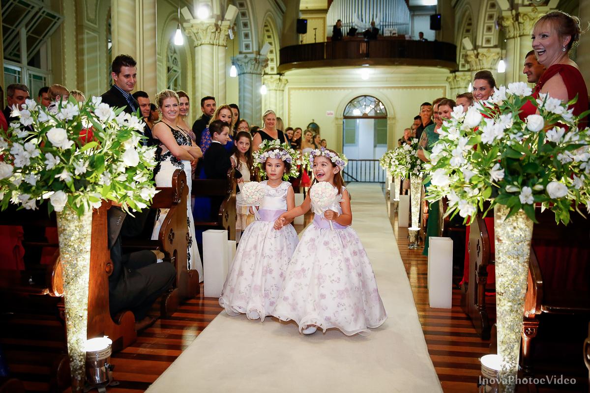 Wedding-Casamento-Photographer-Coracao-de-Jesus-Guaciara-Florianópolis-Ponte-Hercilio-Luz-photo-inova-photo-video-Marcus-Christiane-Cerimonia-entrada-daminhas