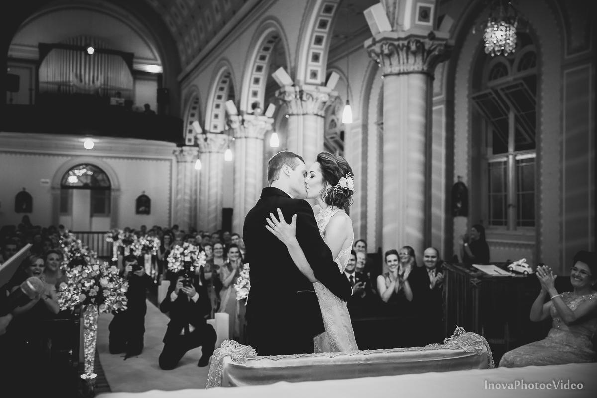 Wedding-Casamento-Photographer-Coracao-de-Jesus-Guaciara-Florianópolis-Ponte-Hercilio-Luz-photo-inova-photo-video-Marcus-Christiane-Cerimonia--noivos-beijo