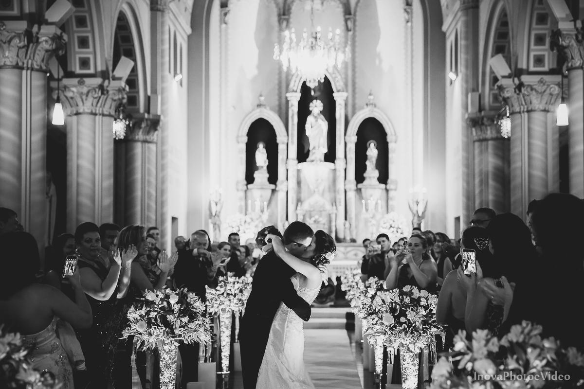 Wedding-Casamento-Photographer-Coracao-de-Jesus-Guaciara-Florianópolis-Ponte-Hercilio-Luz-photo-inova-photo-video-Marcus-Christiane-Cerimonia--beijo-noivos