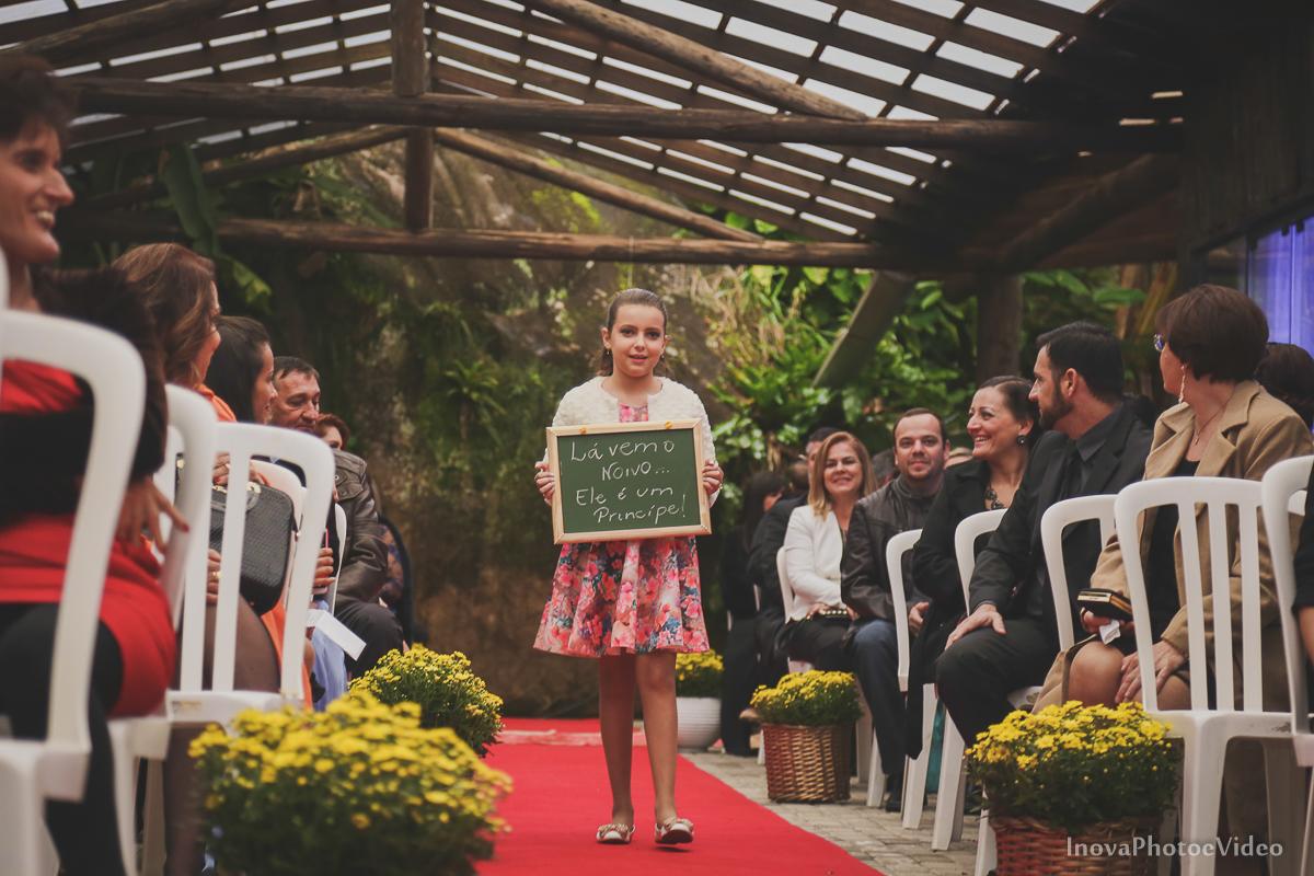 wedding-casamento-Rubnei-Leonara-Sitio-das-Figueiras-Biguaçu-SC-noivos-casados-campo-casa-inova-photo-video-cerimonia-entradas-dama-honra-daminha
