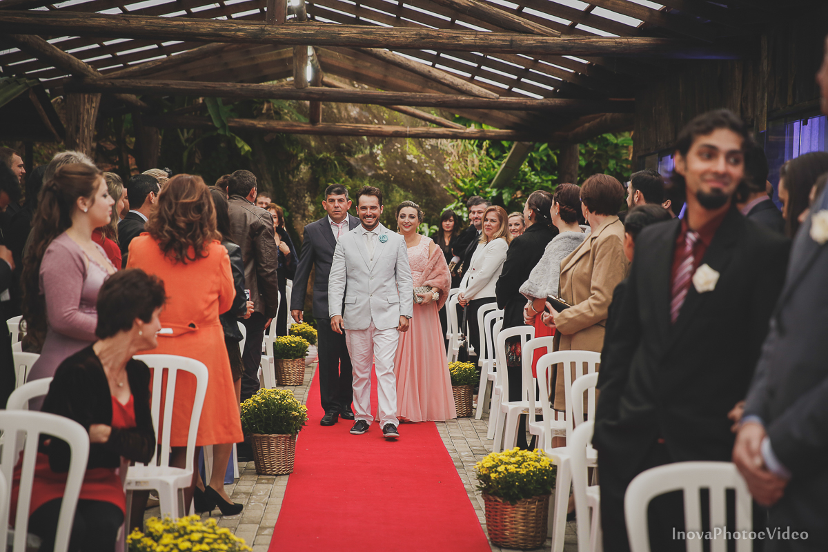 wedding-casamento-Rubnei-Leonara-Sitio-das-Figueiras-Biguaçu-SC-noivos-casados-campo-casa-inova-photo-video-cerimonia-entradas-noivo-pais