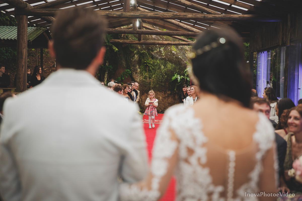 wedding-casamento-Rubnei-Leonara-Sitio-das-Figueiras-Biguaçu-SC-noivos-casados-campo-casa-inova-photo-video-cerimonia-entradas-chegada-alianca