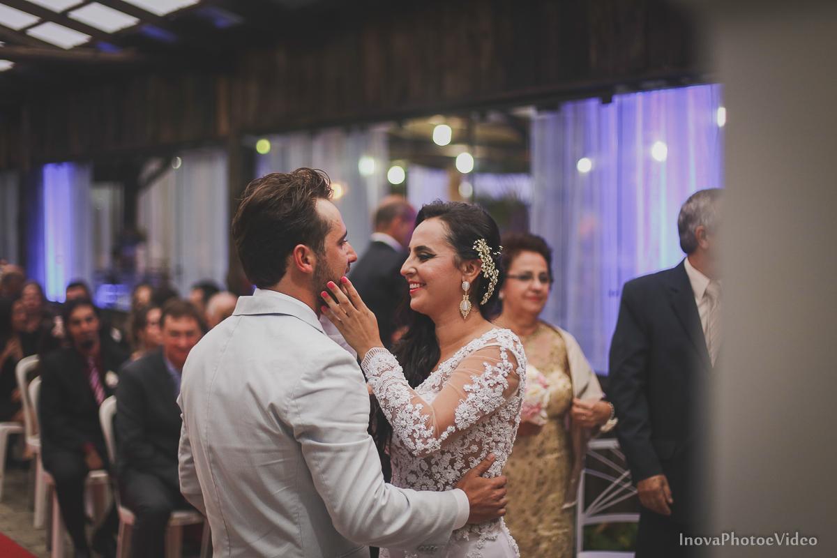 wedding-casamento-Rubnei-Leonara-Sitio-das-Figueiras-Biguaçu-SC-noivos-casados-campo-casa-inova-photo-video-cerimonia-noivos-altar