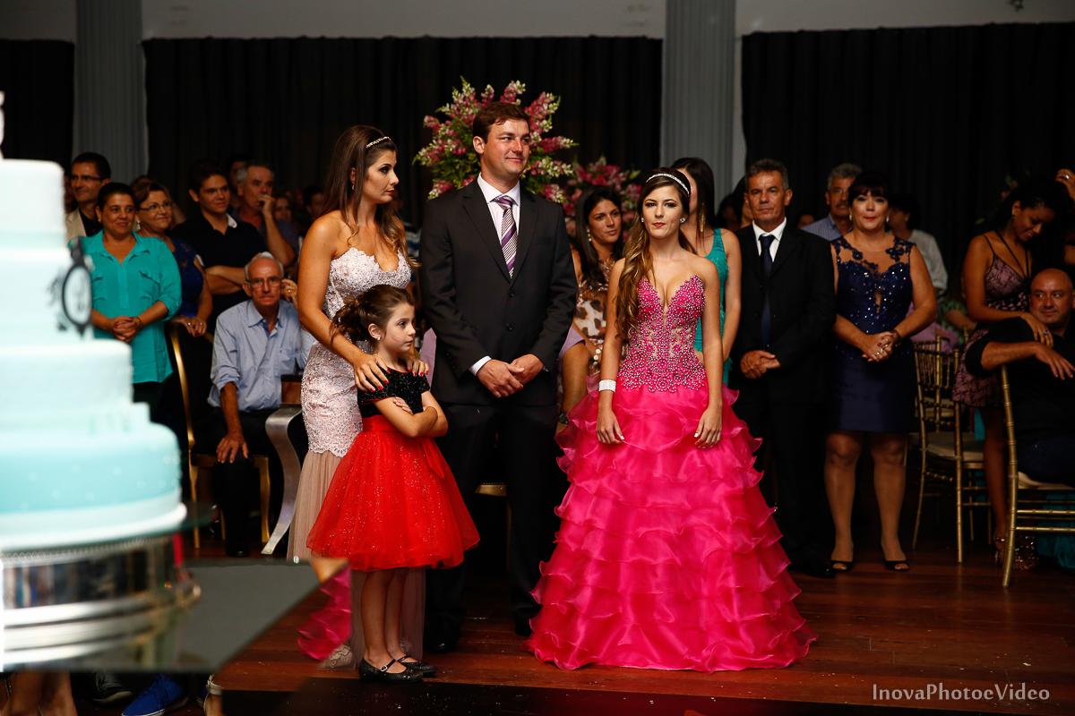 Festa-de-15-anos-Larissa-Mendes-Primeiro-de-Junho-Sao-Jose-SC-Douglas-e-Luciano-Dj-Eduardo-Isaac-teen-Debutante-Inova-Photo-Video-Fotografia-Beleza-moda-recepcao-familia