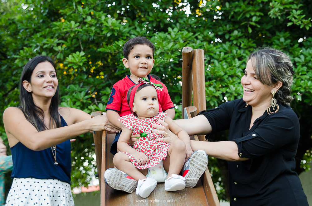 tia, madrinha e primo com a aniversariante