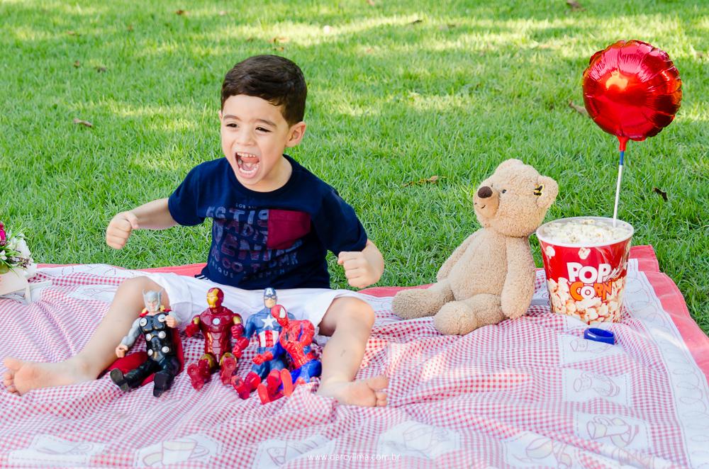 joão mostrando sua força adquirida pelos bonecos