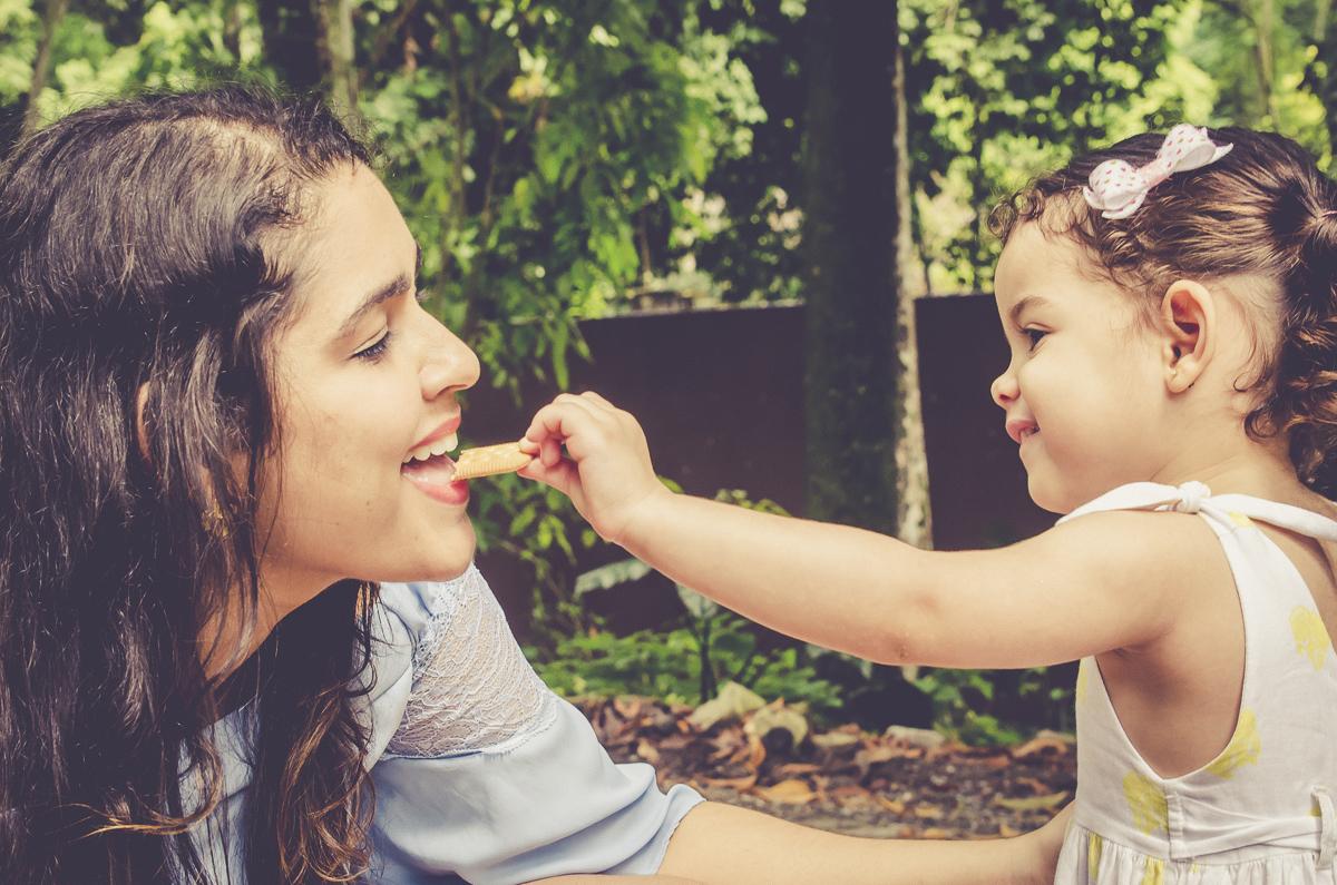 momento de intimidade entre mae e filha