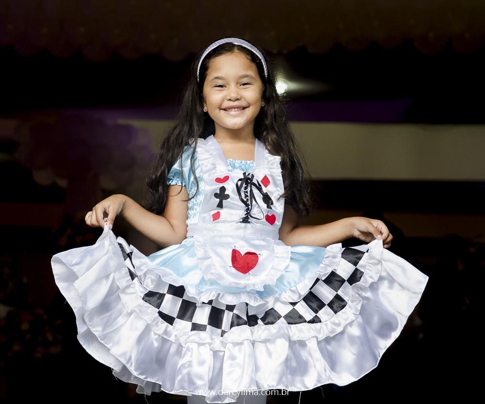 Aniversariante mostrando seu lindo vestido