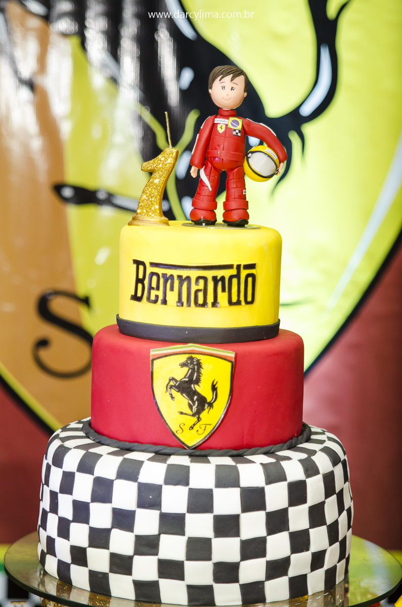 Bolo de aniversario com tema Formula 01