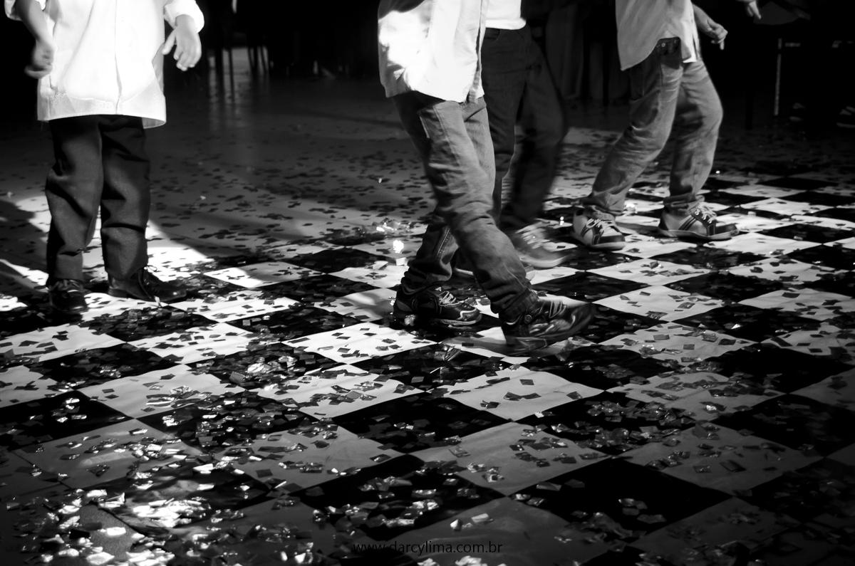 crianças dançando na festa de casamento