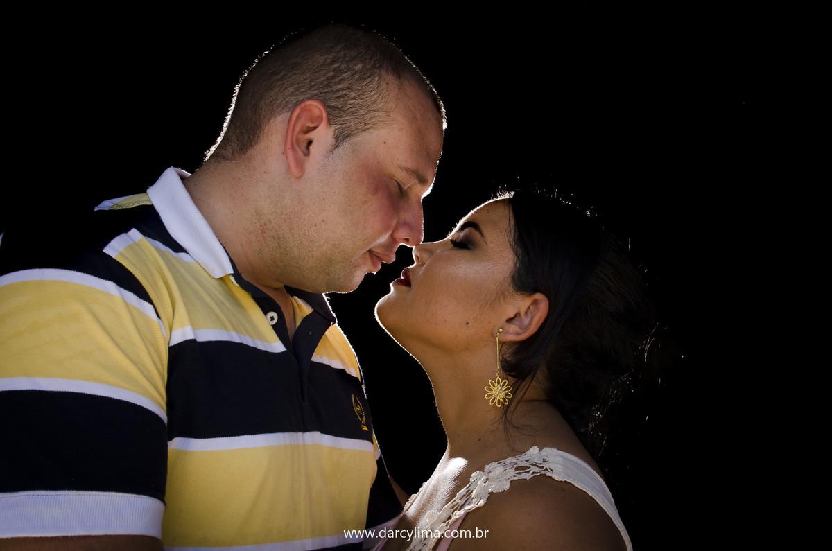 retrato do casal com uma luz de recorte
