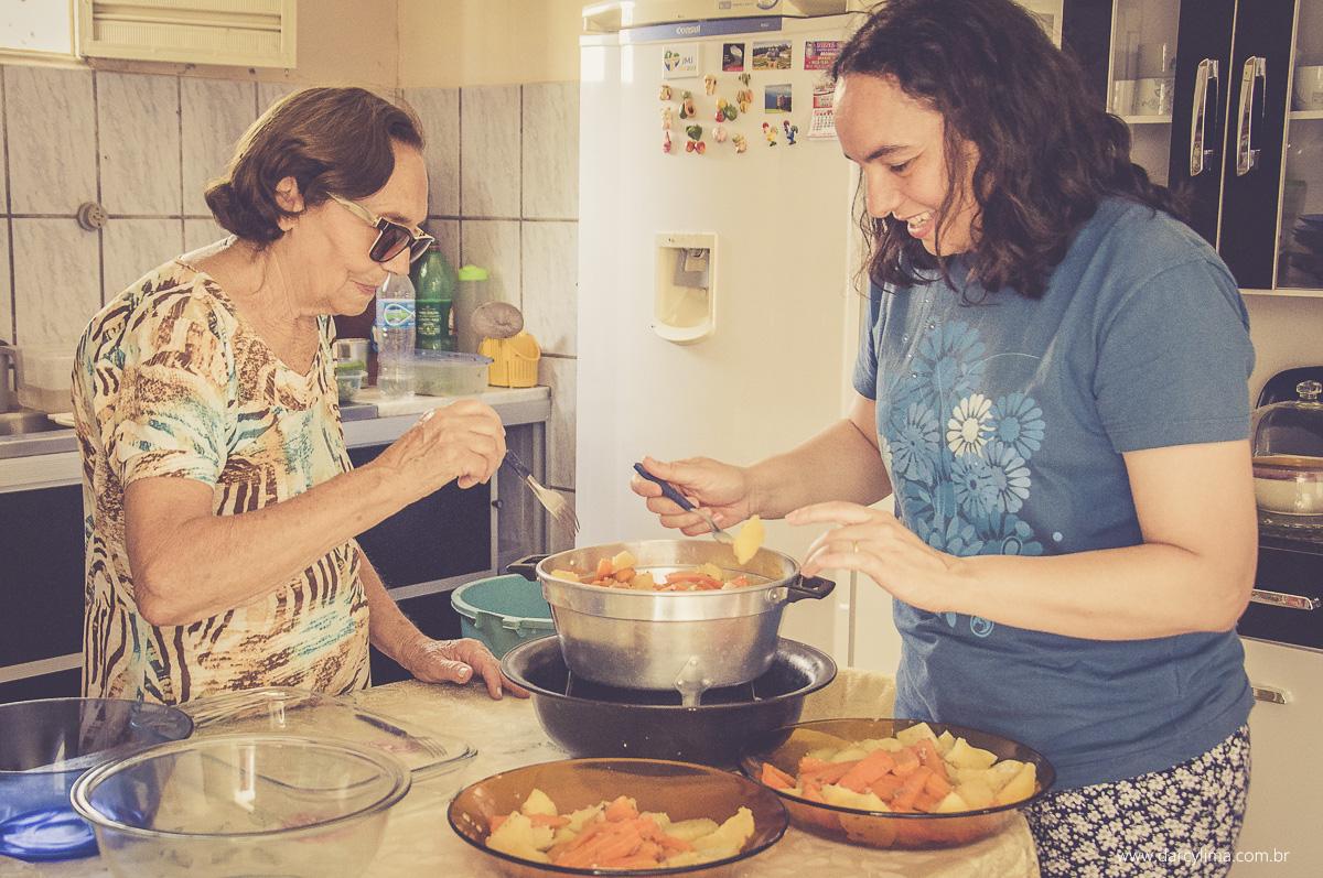 prepração do almoço em familia