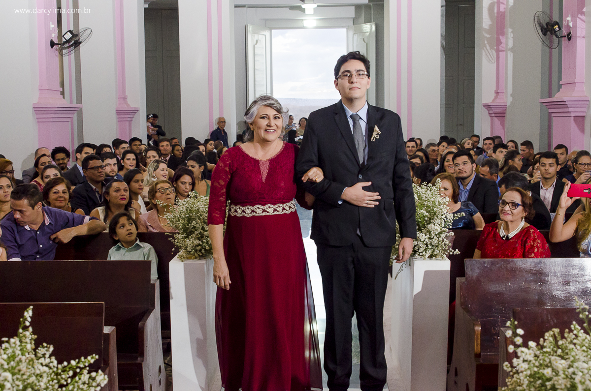 entrada da mae e irmao da noiva