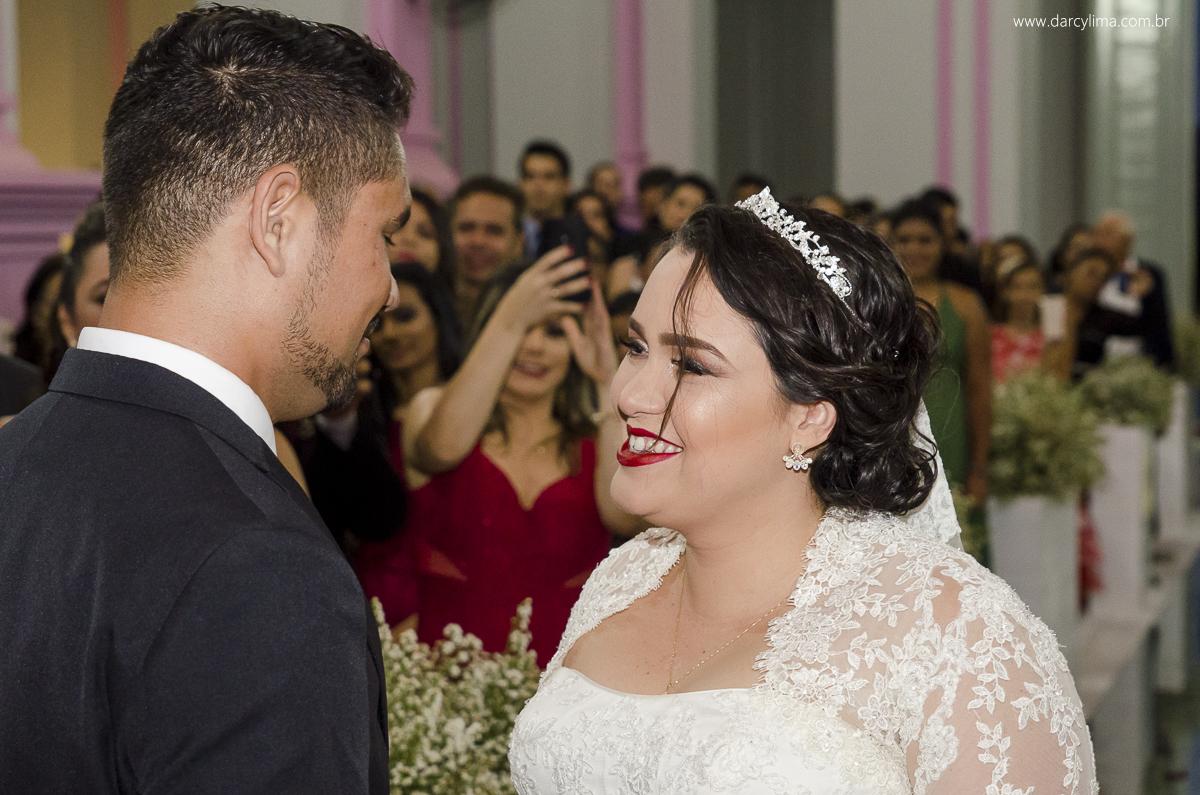 prima troca de olhares entre os noivos no altar