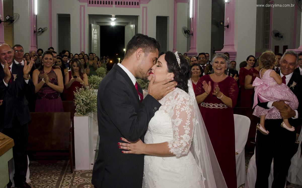 beijo dos recem casados