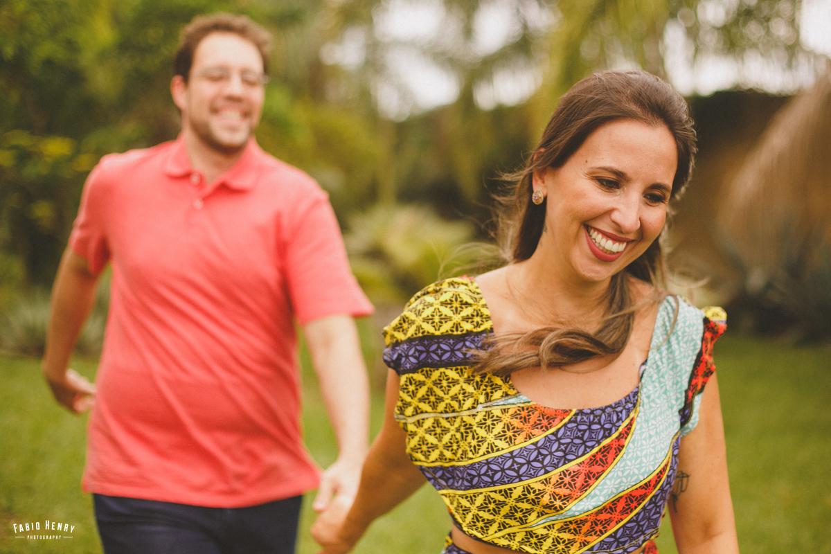 noiva correndo com o noivo