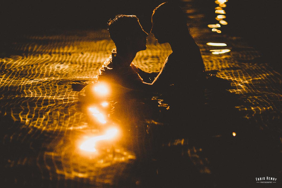 foto de casamento na piscina