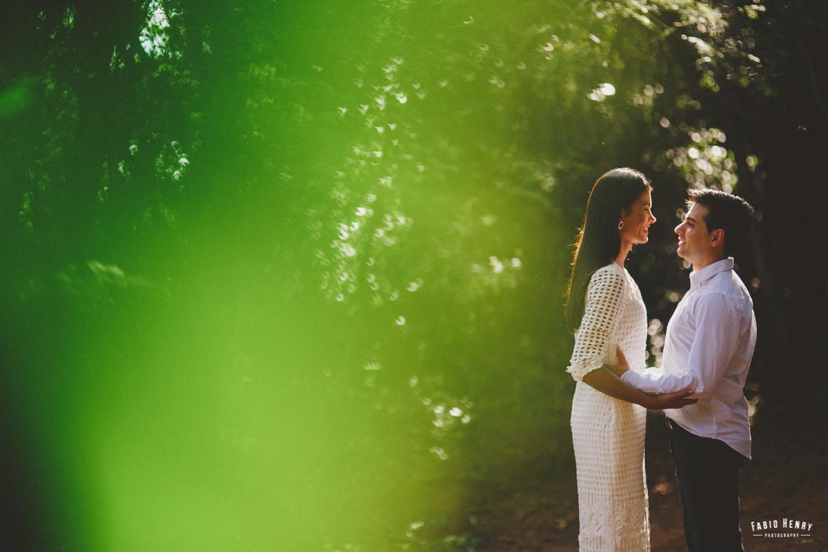 foto com luz contra do casal
