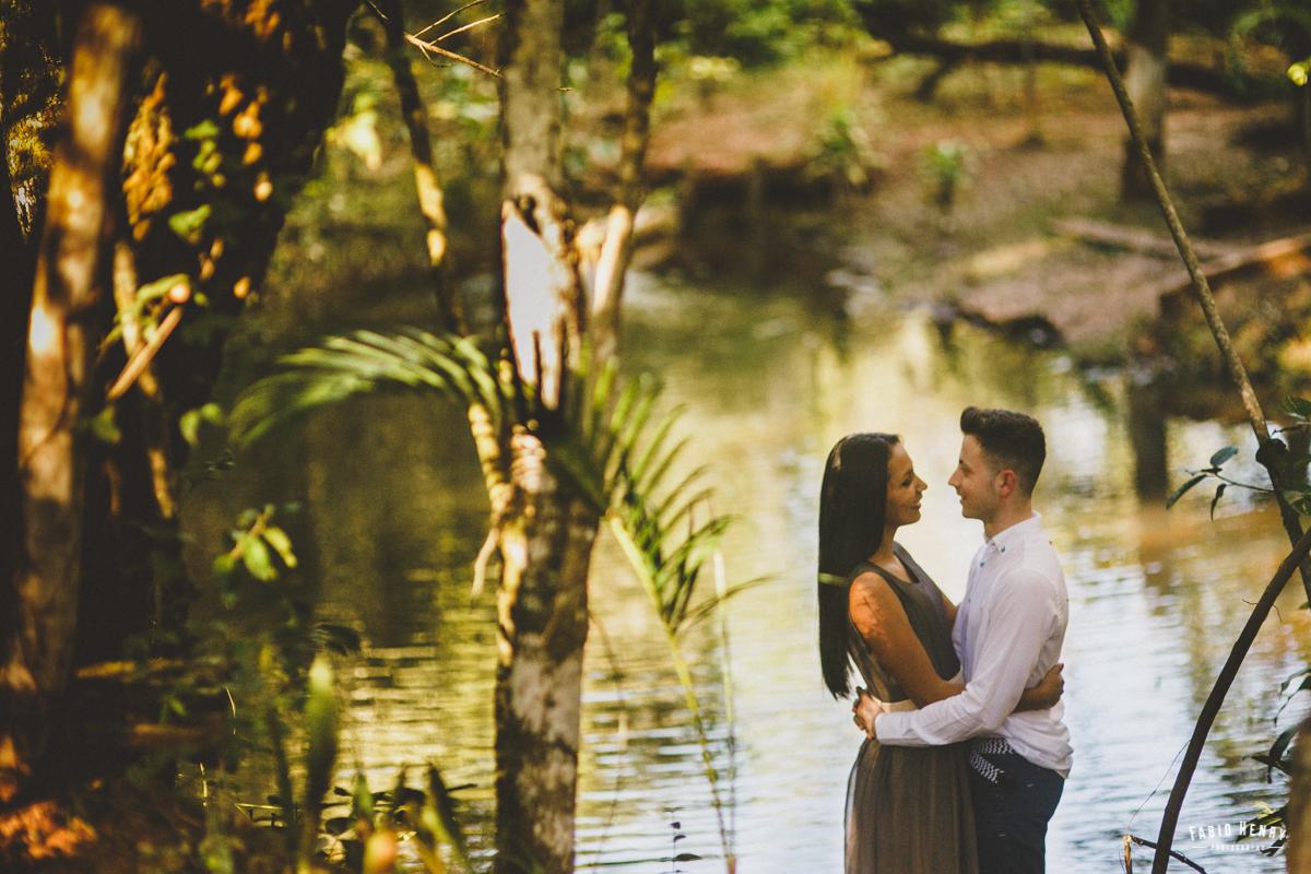 foto do casal no lago