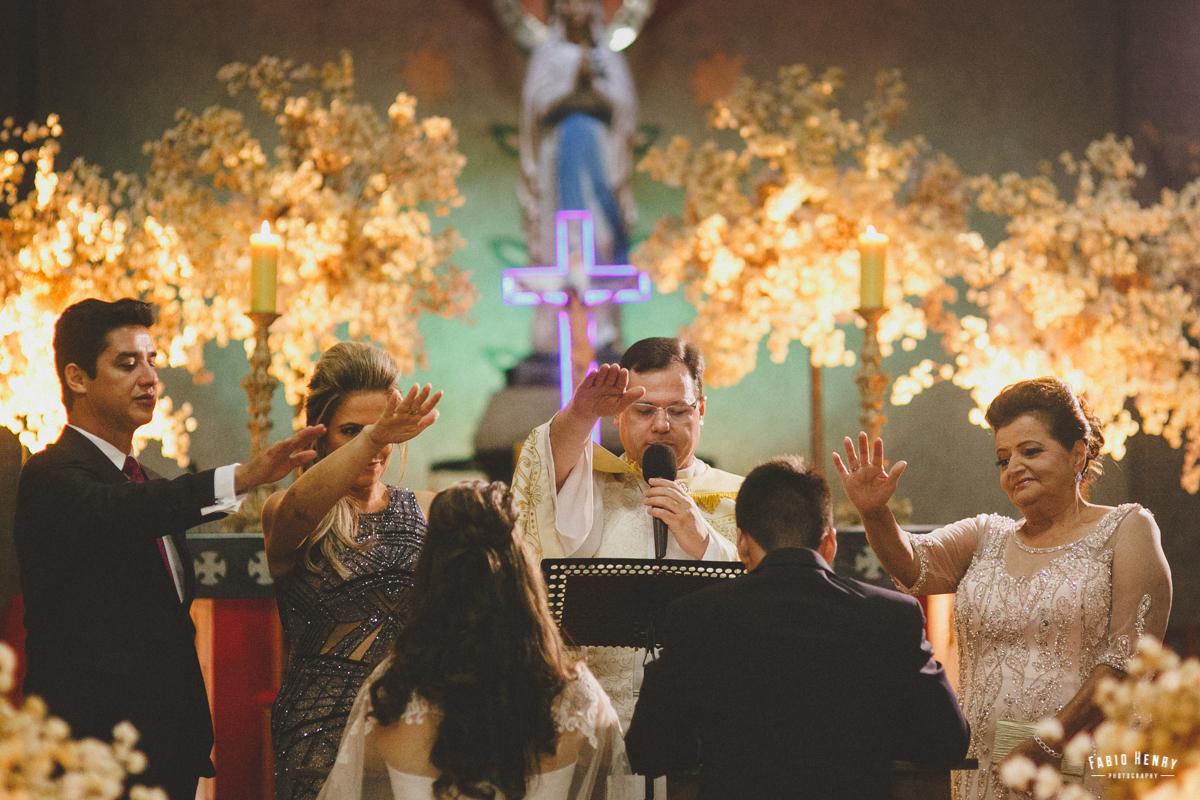 padre dando a benção