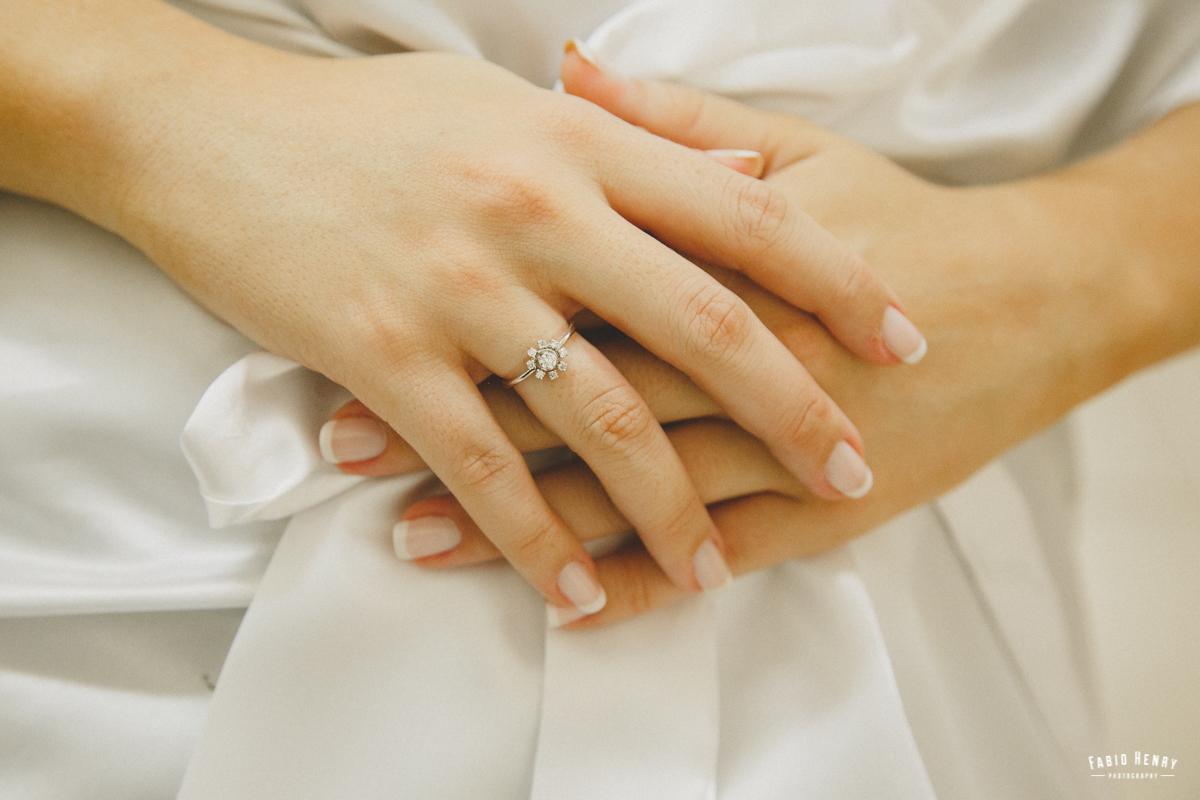 detalhe do anel da noiva