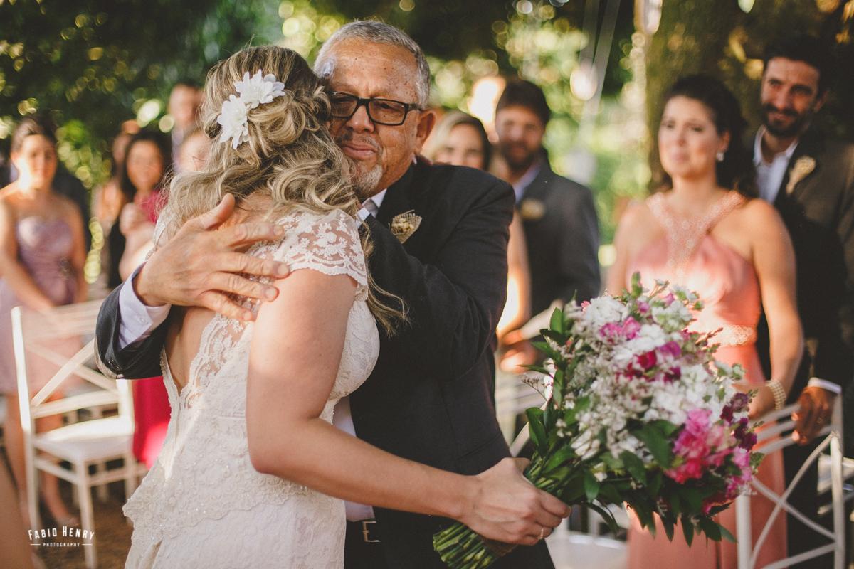 pai da noiva se emociona em sua entrada