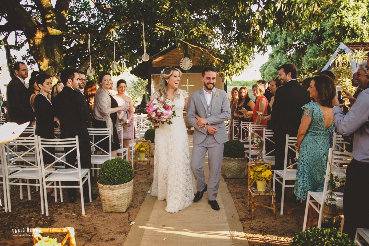 saida dos noivos casamento por do sol