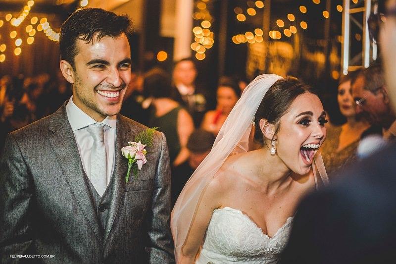 Imagem capa - Cachorro deita no vestido da noiva durante casamento e ela tem a melhor reação por Fabio Henrique Leite