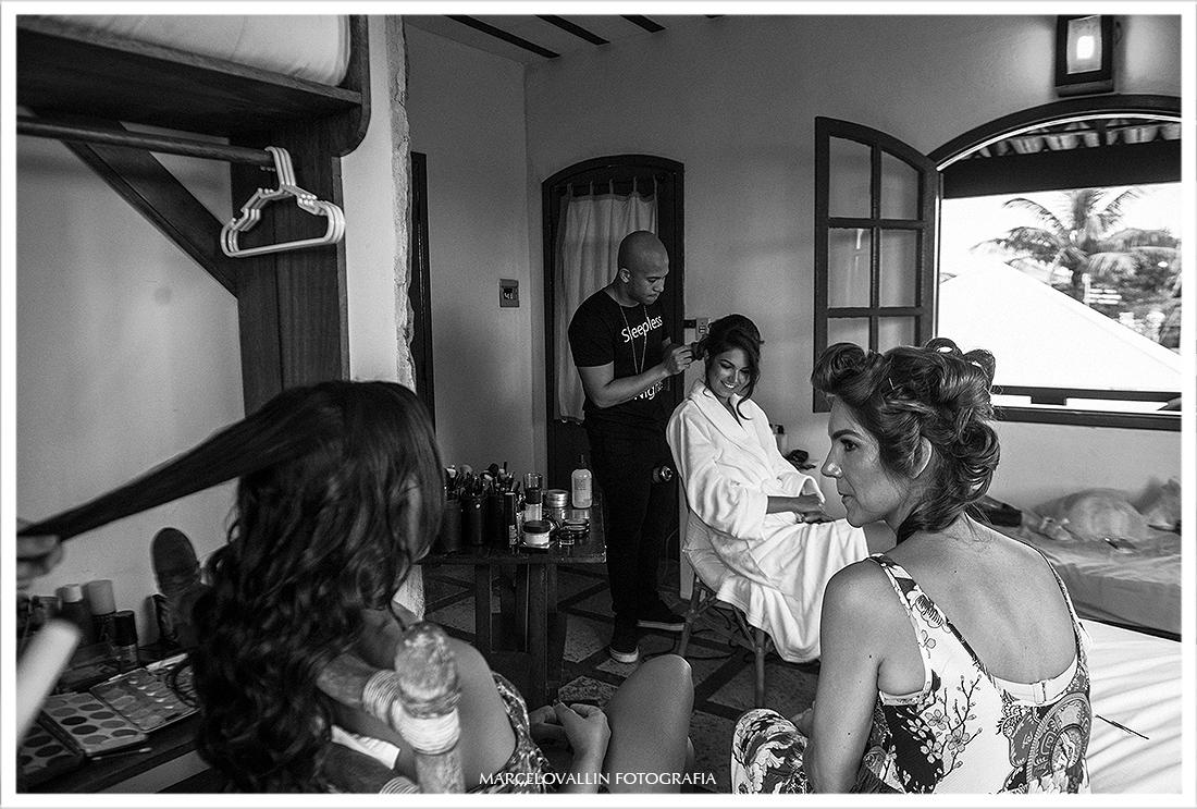 Foto do Walter Lobato fazendo make da noiva
