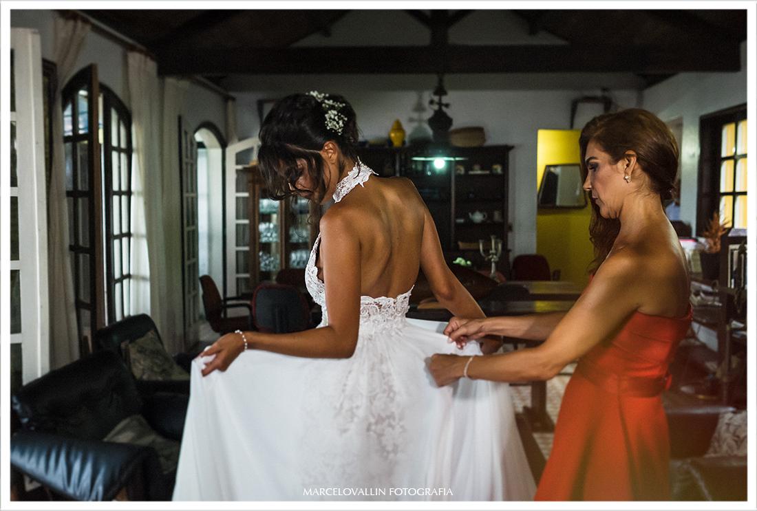 Foto da noiva com o vestido